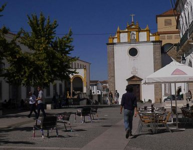 Guide to the best things to do in Evora and where to stay